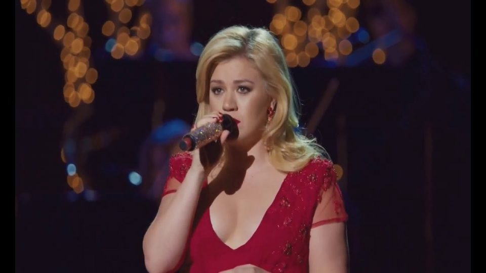 Have Yourself A Merry Little Christmas | Kelly Clarkson