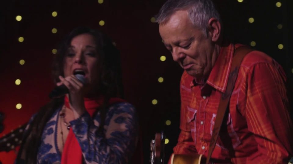 Let's Make a Christmas Memory | Tommy Emmanuel