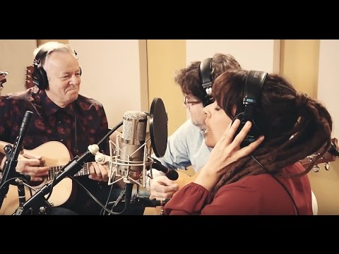 Rockin' Around The Christmas Tree | Tommy Emmanuel