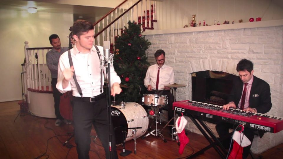 We Three Kings/O Come All Ye Faithful | Postmodern Jukebox (ft. Von Smith)
