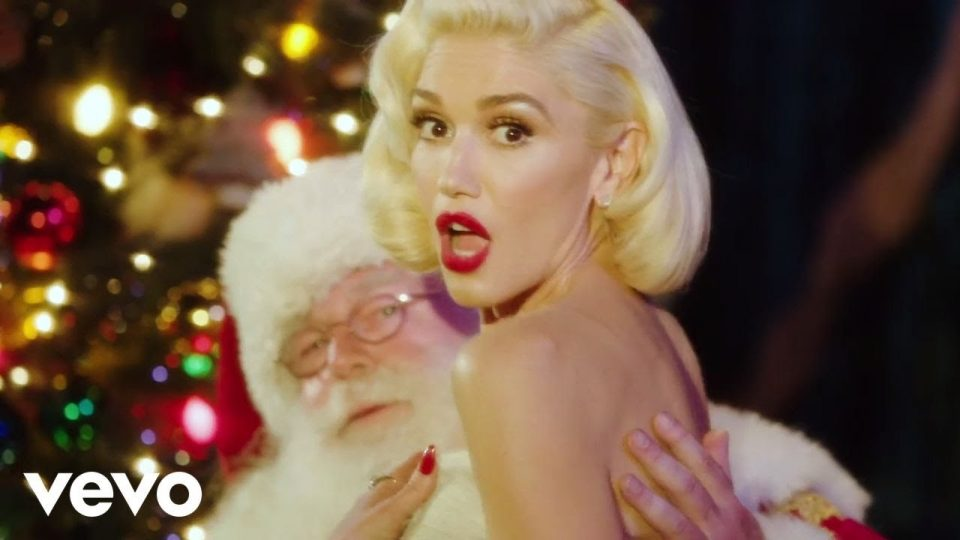 You Make It Feel Like Christmas | Gwen Stefani (ft. Blake Shelton)