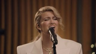 O Holy Night | Tori Kelly